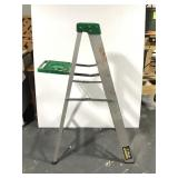 Aluminum Gorilla step ladder - 4 foot