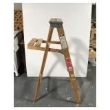 Wooden step ladder - 4 foot