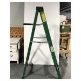 Husky fiberglass step ladder - 6 foot
