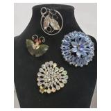 Four vintage brooches