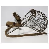 Antique wire dog mussel