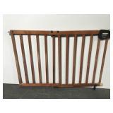 Expandable wood slat pet gate