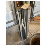 2 Metal Stands