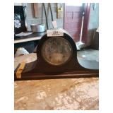 """Mantle Keywind Clock With Key """"new Haven"""""""