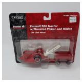 Ertl 1/64 Scale Farmall 560 Tractor w/ Mounted Pic