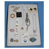 Small amt of jewelry