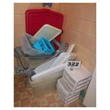 LOT OF PLASTIC STORAGE CONTAINERS