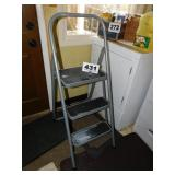 FOLDING 3 STEP LADDER