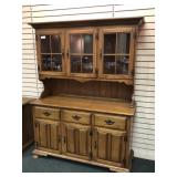 Maple Stepback Cupboard, 3 paned doors