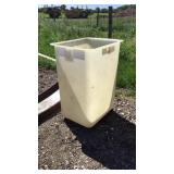 Insulator bucket for bucket truck