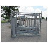 NEW ELK RIVER CATTLE SQUEEZE CHUTE