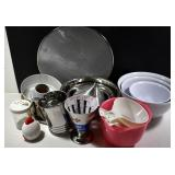 KITCHEN ITEMS, 2 SETS OF NESTING BOWLS, SIFTER,