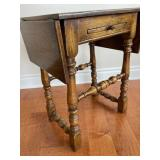 SMALL OAK SIDE TABLE WITH DROP LEAVES, TEA PULLOUT