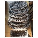 OVAL PLACEMATS (6), BASKET (1)