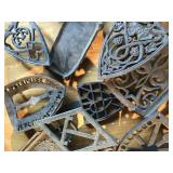 CAST IRON IRONING PLATE HOLDERS (18)