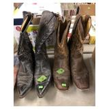 BX OF WESTERN HATS & 2 PR COWBOY BOOTS
