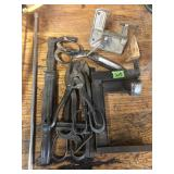GROUP MISC TOOLS W/ NAIL PULLER, TIN SNIPS, VISE