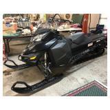 "2014 SKIDOO 800R SNOWMOBILE, W/ 154"" TRACK &"