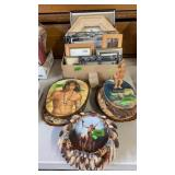 GROUP OF DECORATIVE WALL HANGINGS & PICTURE FRAMES