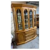 OAK CHINA CABINET W/ BEVELED & LEADED GLASS FRONT