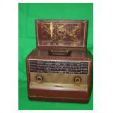 Vintage Sears Silvertone Tube Radio
