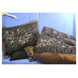 Comforter Shams Pillows