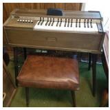 Magnus Electric Chord Organ w/Stool, Works