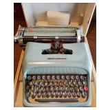 Olivetti Underwood Studio 44 Typewriter