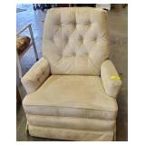LAZYBOY RECLINER SHOWS WEAR
