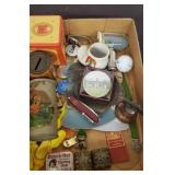 TRAY OF ASSORTED VINTAGE COLLECTIBLES