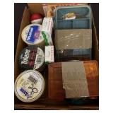 TRAY OF MISC VINTAGE FISHING EQUIPMENT