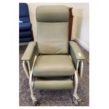 HOSPITAL CHAIR ON CASTERS, FULL RECLINING