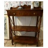 CONSOLE TABLE WITH SPLASH