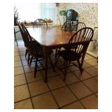 NICHOLS AND STONE QUEEN ANNE STYLE TABLE, 2 LEAVES