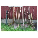 32 STICK TOOLS AND 5 METAL T POSTS