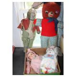 COLLECTION OF DOLLS & STUFFED ANIMALS