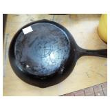 GRISWOLD IRON FRY PAN