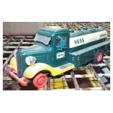 EARLY STYLE HESS TRUCK