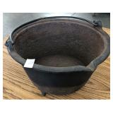 CAST IRON POT WITH BAIL HANDLE