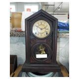 figure 8 mantle clock