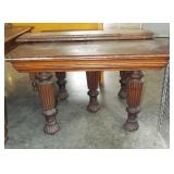 OAK DINING TABLE WITH LEAVES