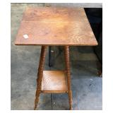 SMALL SQUARE LAMP TABLE