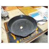 WAGNER CAST IRON #8 FRY PAN