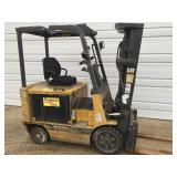 Cat 2EC25 5000lb battery operated forklift