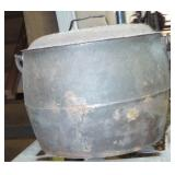 SMALL CAST IRON POT WITH LID