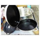 INTERIOR OF ROAST PAN