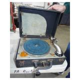 EARLY HAND CRANK RECORD PLAYER