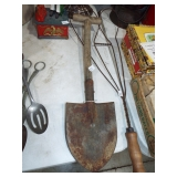 ENTRENCHING SHOVEL