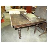 EARLY DINING TABLE WITH LEAVES