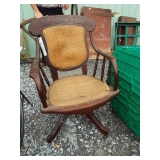 VICTORIAN SWIVAL OFFICE CHAIR